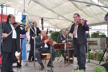 Traditionelle ungarische Roma-Musik mit der Bandy Gypsy Band.
